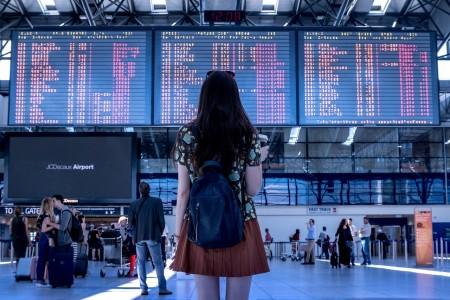 zwroty i komunikaty na lotnisku i w samolocie po angielsku
