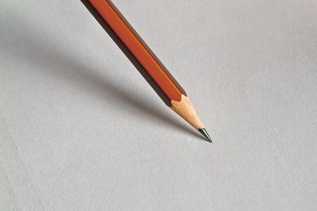 ołówek, przybory szkolne w klasie po angielsku ćwiczenie wymowa